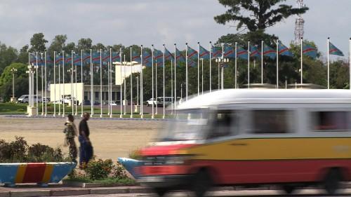Place palais du peuple drapeaux 2.jpg